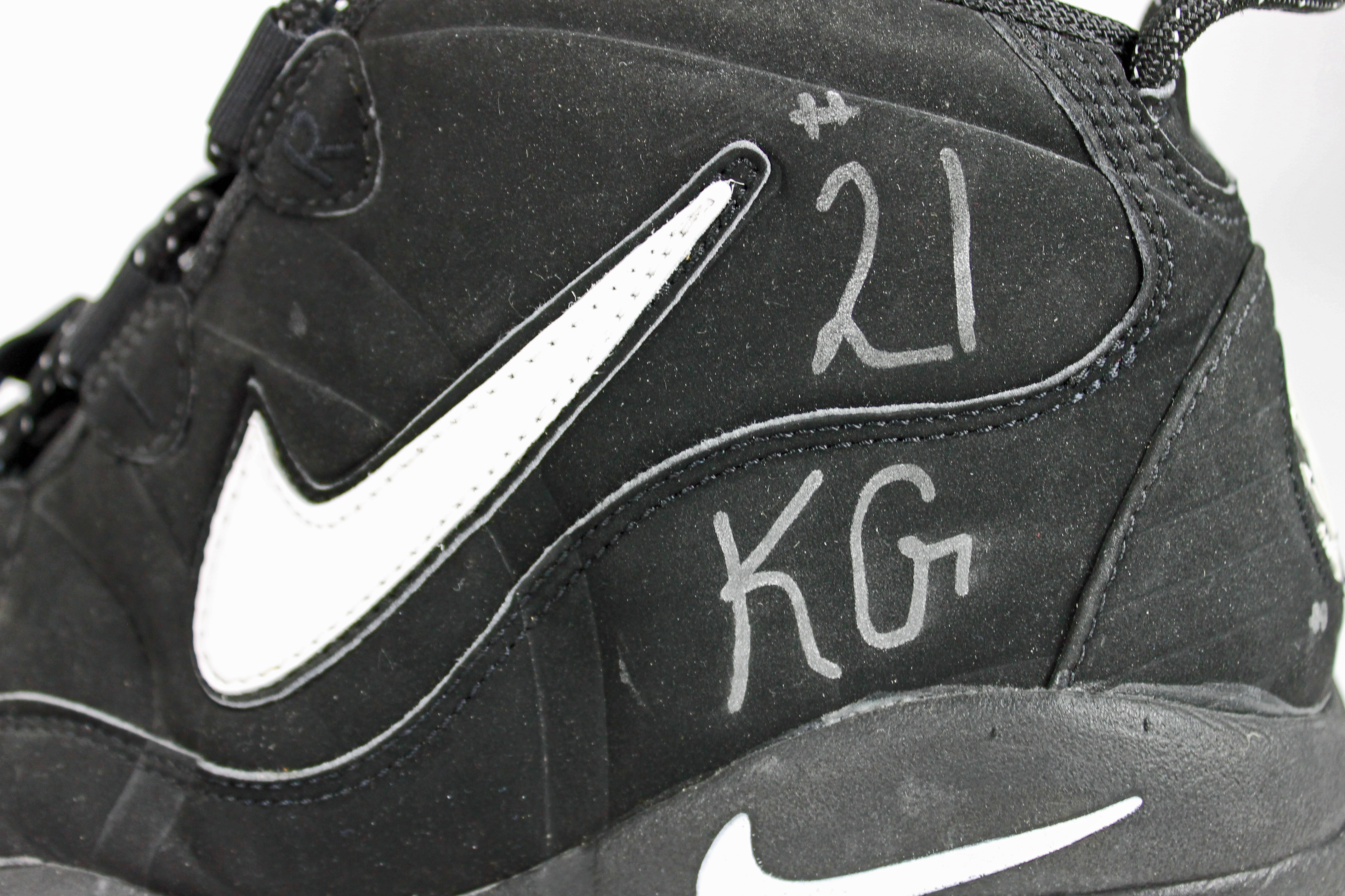 timberwolves kevin garnett signed game used nike air