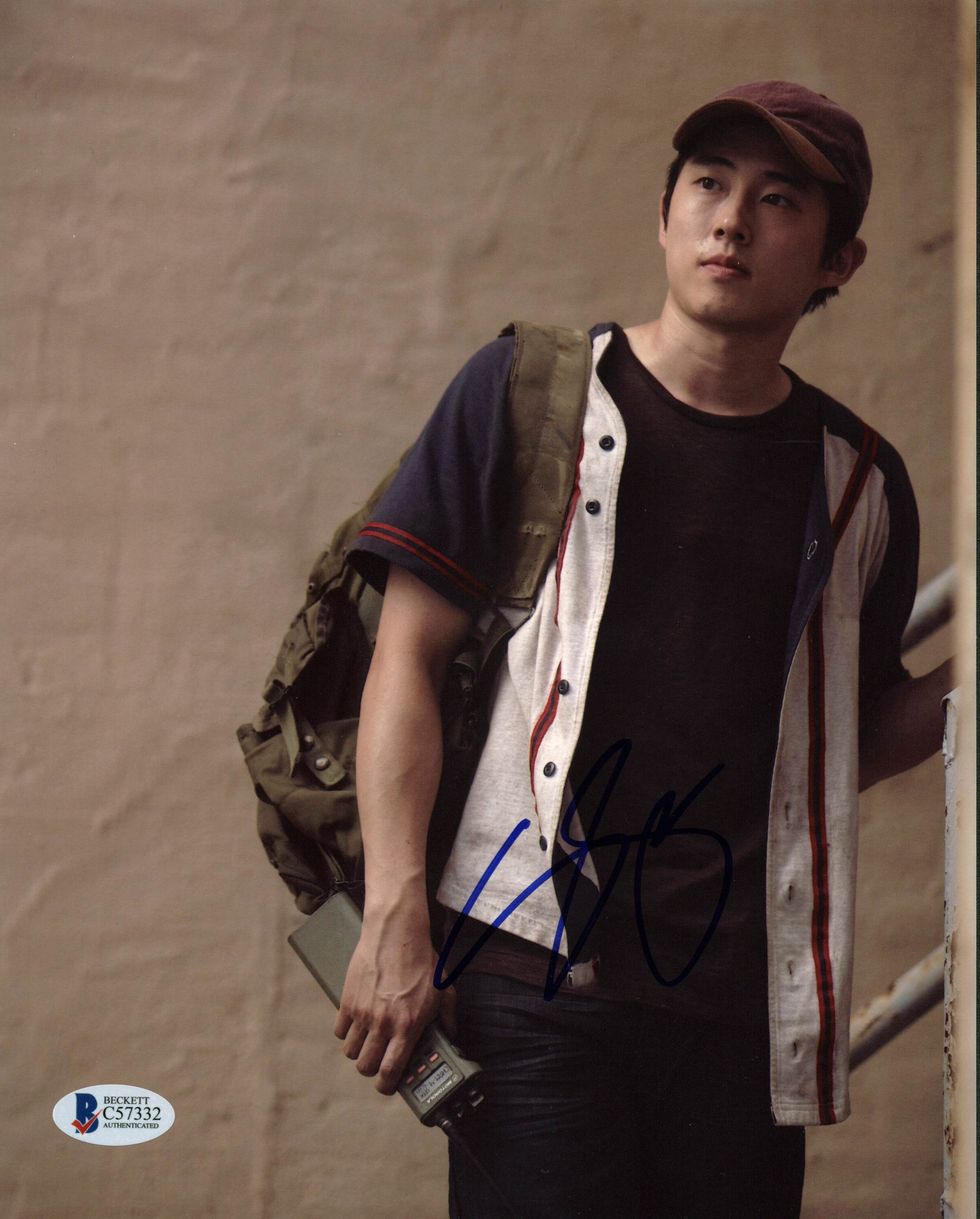 Steven Yeun The Walking Dead Authentic Signed 8X10 Photo PSA/DNA #W16699